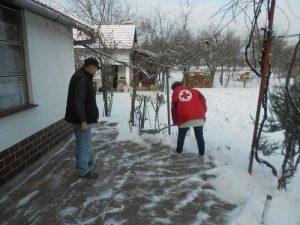 Ako vam nedostaje tople obuće i odjeće, javite se u najbliže društvo Crvenoga križa!